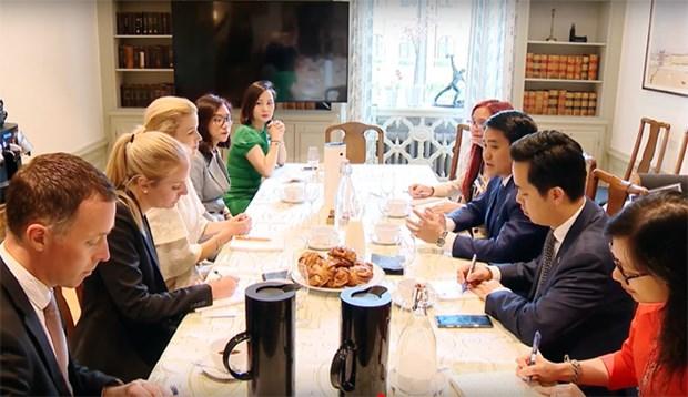 河内市人民委员会主席会见瑞典斯德哥尔摩市市长 hinh anh 1