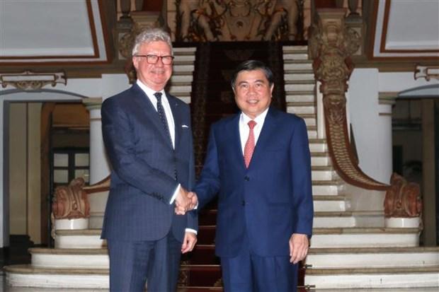 胡志明市与澳大利亚昆士兰州努力促进经济与教育合作 hinh anh 1