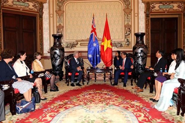 胡志明市与澳大利亚昆士兰州努力促进经济与教育合作 hinh anh 2