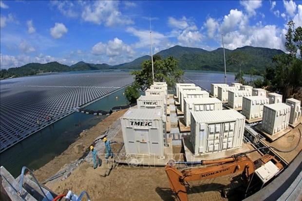 越南首家太阳能发电厂在水库上面建成投运 hinh anh 2