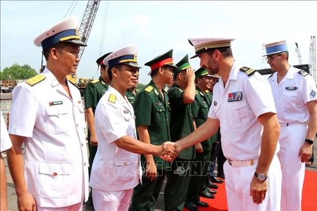 法国海军防空护卫舰对胡志明市进行友好访问 hinh anh 2