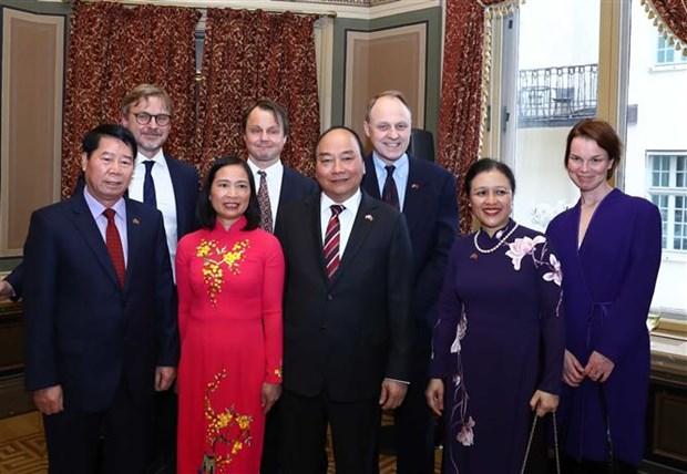 越南政府总理阮春福会见瑞典外交家和专家 hinh anh 1