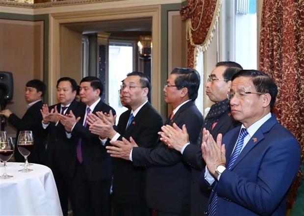 越南政府总理阮春福会见瑞典外交家和专家 hinh anh 2
