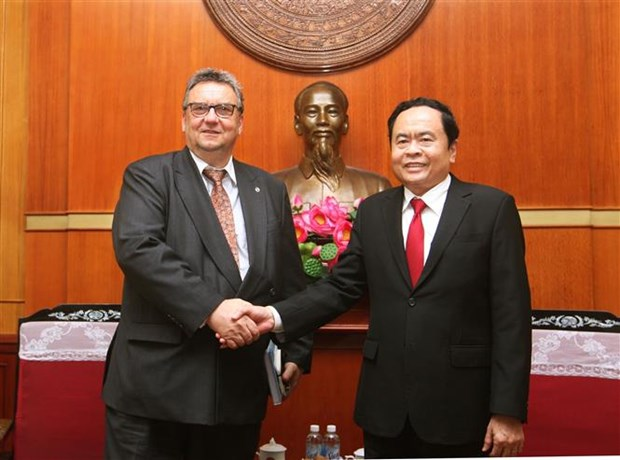 越南祖国阵线中央委员会主席陈青敏会见芬兰新任驻越大使 hinh anh 1