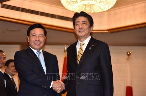 越南政府副总理兼外长范平明在东京会见日本高级领导和老挝总理通伦 hinh anh 1