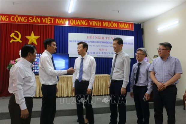 韩国忠清南道向隆安省分享地方发展模式经验 hinh anh 1