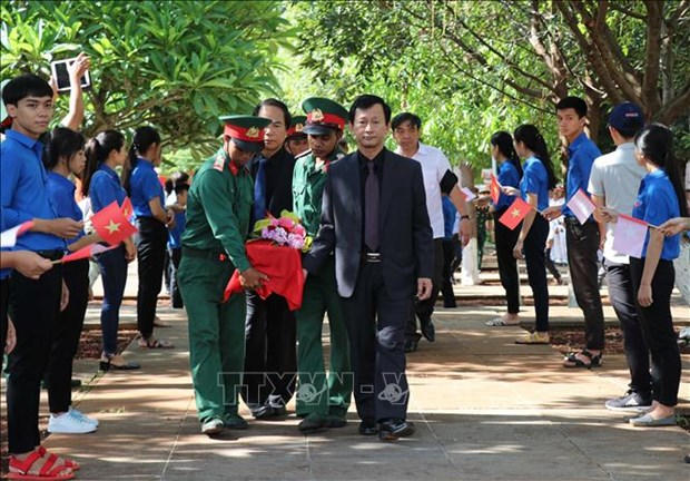 嘉莱省为17具在柬埔寨牺牲的越南烈士遗骸举行追悼会和安葬仪式 hinh anh 1