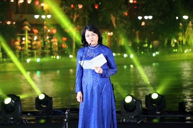 """""""四方文化色彩""""艺术晚会在会安市举行 hinh anh 2"""