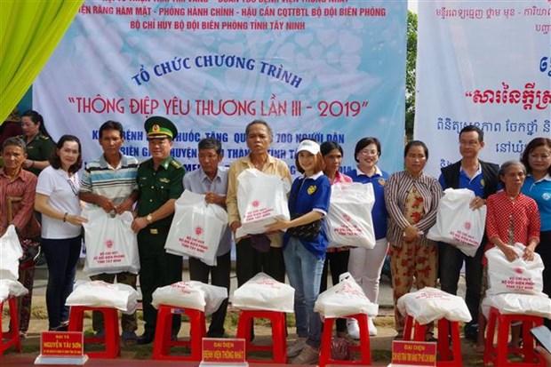 西宁省为越柬边境地区贫困人口免费看病送药 hinh anh 2