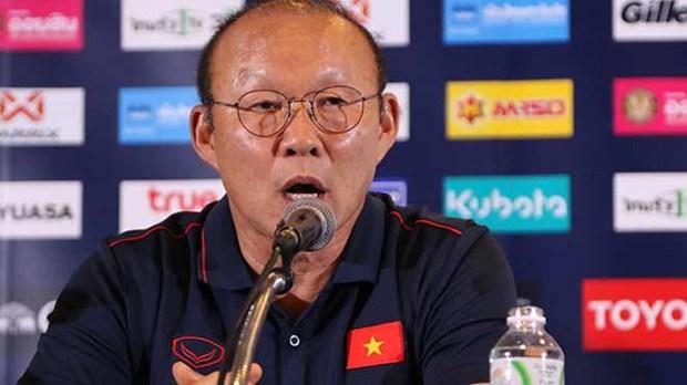 越南男足参加泰国王杯足球赛赛前记者会 hinh anh 1