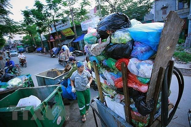 """""""拯救海洋"""" 塑料废弃物图片展在河内举行 hinh anh 1"""