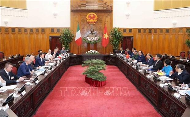 越南政府总理阮春福与意大利总理孔特举行会谈 hinh anh 1