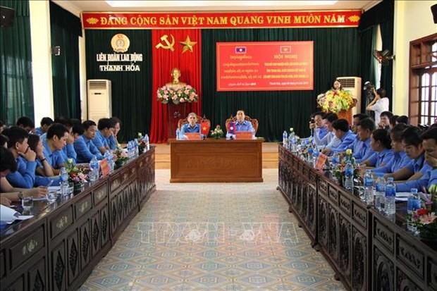 越南清化省与老挝华潘省就工会活动举行经验交流会 hinh anh 1