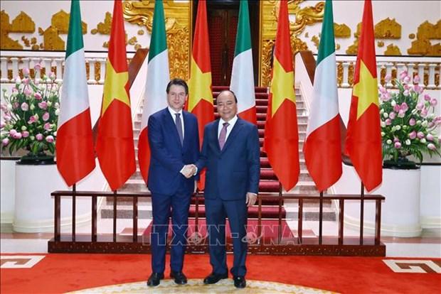 越南政府总理阮春福与意大利总理孔特举行会谈 hinh anh 2