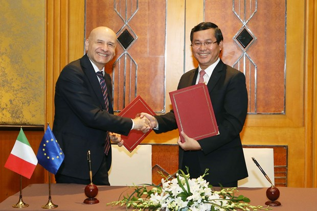 越南与意大利签署教育合作行动计划 hinh anh 1