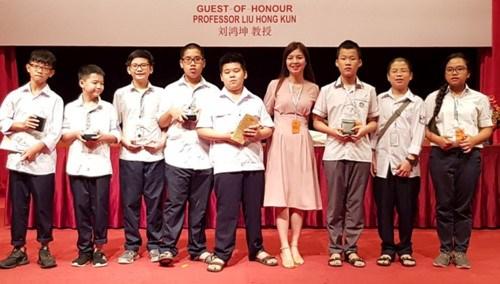 越南学生在亚太地区数学奥林匹克竞赛获得5枚金牌 hinh anh 1