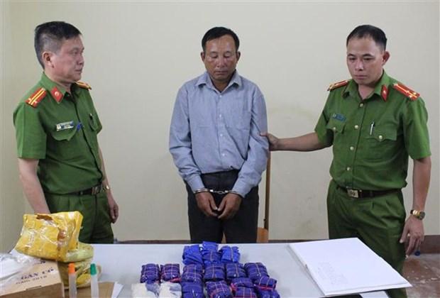 山罗省公安厅抓获非法运输2.96万粒合成毒品的犯罪嫌疑人 hinh anh 1