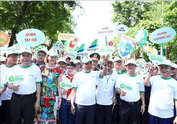 政府总理阮春福出席全国反塑料垃圾运动启动仪式 hinh anh 1