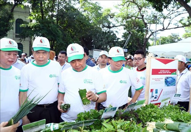 政府总理阮春福出席全国反塑料垃圾运动启动仪式 hinh anh 2