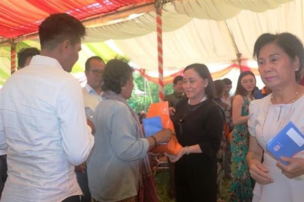越南与柬埔寨加强地方间合作 hinh anh 2