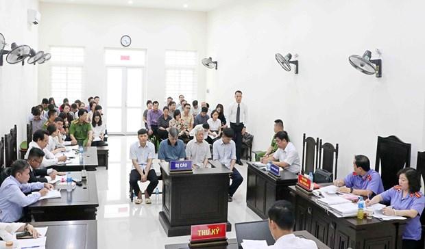 河内市人民法院开庭审理Vinashin集团滥用职权侵吞银行存款利息额外款项案件 hinh anh 2
