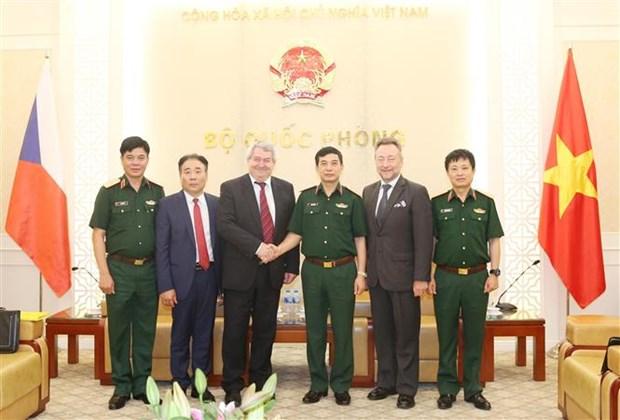 越南人民军总参谋长会见捷克众议院副议长 hinh anh 2