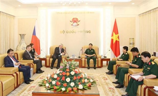 越南人民军总参谋长会见捷克众议院副议长 hinh anh 1