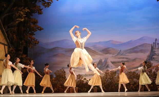 河内上演芭蕾舞剧《吉赛尔》庆祝俄罗斯国庆节 hinh anh 1