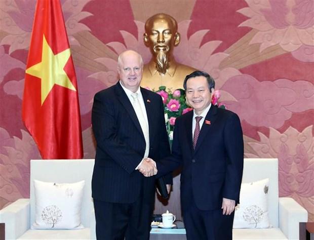 越南国会副主席冯国显:越南为外国投资商对越投资创造便利条件 hinh anh 1