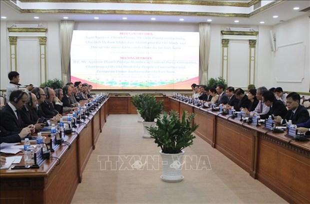 胡志明市人民委员会主席会见欧盟各国驻越大使 hinh anh 1
