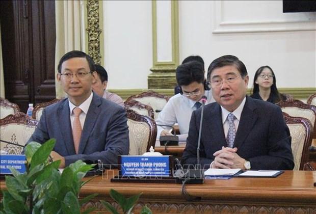 胡志明市人民委员会主席会见欧盟各国驻越大使 hinh anh 2