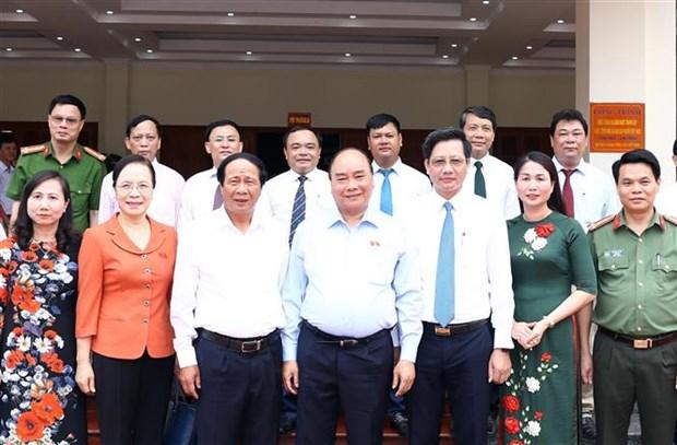 越南政府总理阮春福接待海防市安阳县选民 hinh anh 3