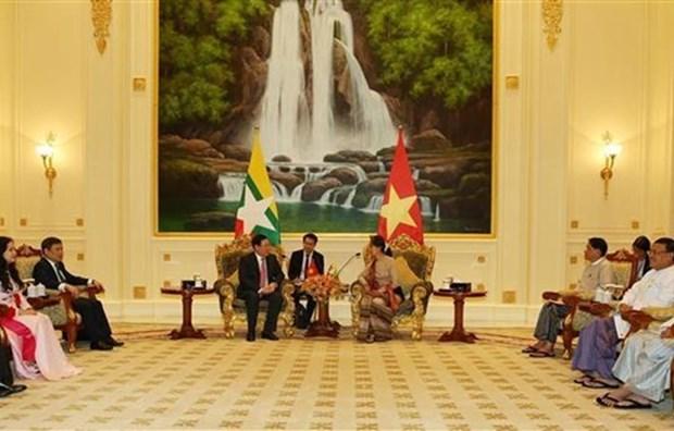 政府副总理王廷惠拜会缅甸国家顾问昂山素季 hinh anh 1