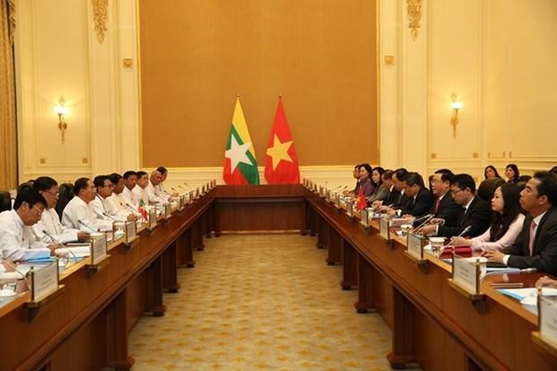 越南政府副总理王廷惠同缅甸副总统敏瑞举行会谈 hinh anh 1