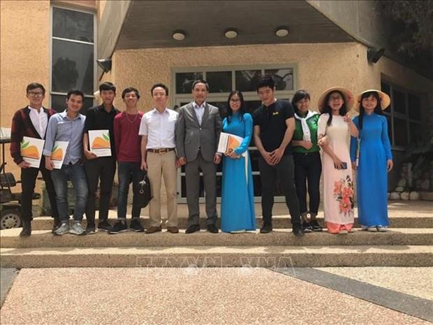 越南数百名学生获以色列农业研究中心授予的结业证书 hinh anh 1