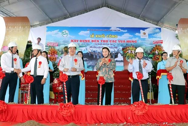国会主席阮氏金银在芹苴市继续开展选民接待活动 hinh anh 3