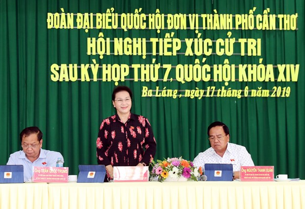 国会主席阮氏金银与芹苴市选民面对面交流 hinh anh 1