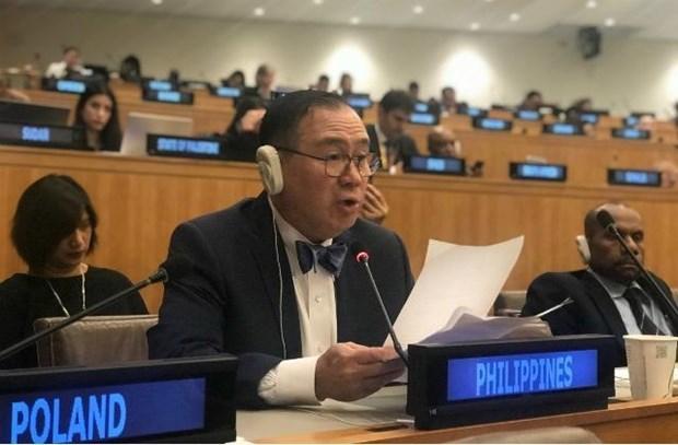 菲律宾外交部长感谢越南救助菲律宾海上遇险渔民 hinh anh 1