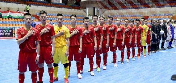 亚洲U20五人制足球决赛圈:越南 U20 五人制足球队惜败印尼队 hinh anh 1