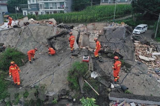 政府总理阮春福就四川地震向中国国务院总理致电表示慰问 hinh anh 1