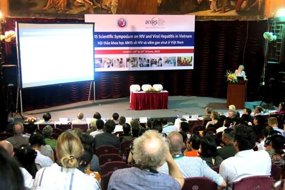 更新越南和国际社会关于艾滋病、病毒性肝炎和相关疾病的最新研究成果 hinh anh 1