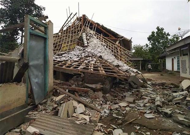 印尼东部发生6.3级地震 hinh anh 2