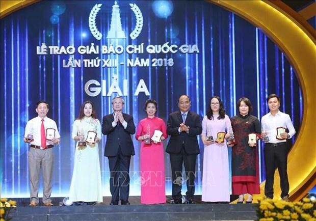 阮春福出席2018年国家新闻奖颁奖仪式 hinh anh 1