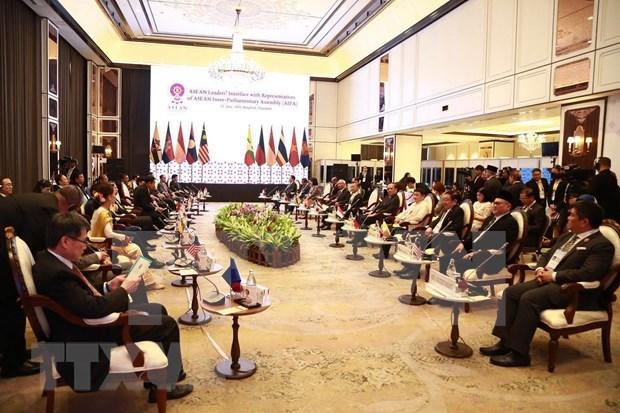 东盟高层领导会见ASEAN-AIPA、ASEAN Youth 和 ASEAN-BAC代表 hinh anh 3