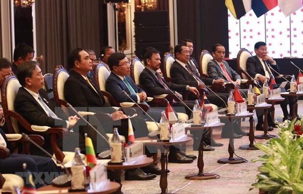 东盟高层领导会见ASEAN-AIPA、ASEAN Youth 和 ASEAN-BAC代表 hinh anh 1