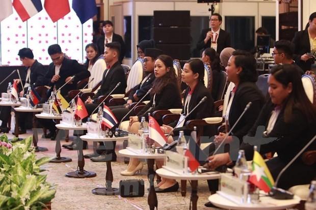 东盟高层领导会见ASEAN-AIPA、ASEAN Youth 和 ASEAN-BAC代表 hinh anh 2