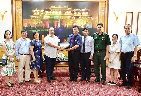 挪威人民援助组织帮助越南承天顺化省清除地雷 hinh anh 1