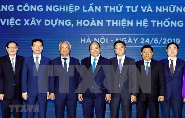阮春福要求大力推进电子政务、数字化管理体系和智慧城市建设 hinh anh 1