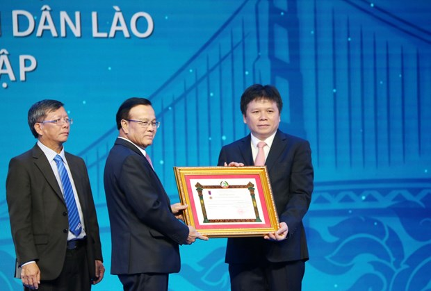 LaoVietbank成为越老经济合作桥梁和特殊团结友谊的象征 hinh anh 1