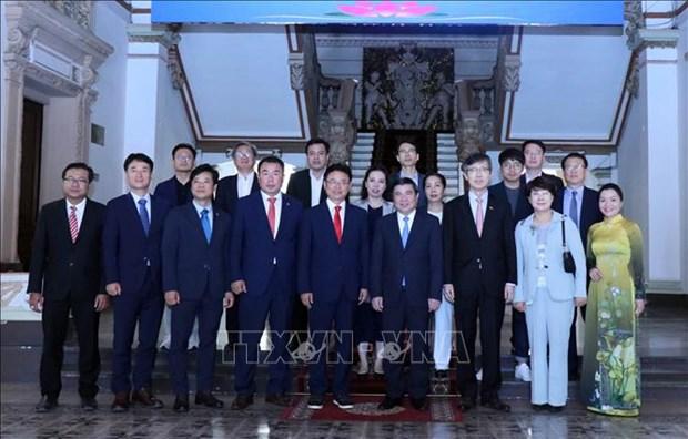 胡志明市领导会见韩国庆尚北道知事李喆雨 hinh anh 2